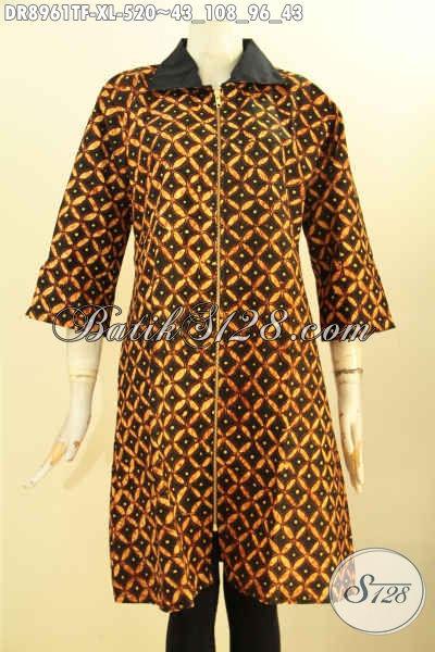 Produk Busana Batik Wanita Terbaru, Dress Batik Mewah Desain Resleting Depan Lengan 3/4 Belahan 10cm Nan Modis, Pakaian Batik Tulis Kerja Wanita Dewasa Pakai Kerah Dan Full Tricot Hanya 500 Ribuan Saja [DR8961TF-XL]