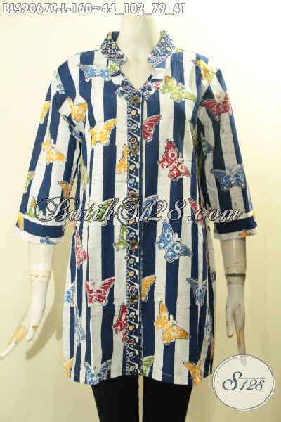 Toko Baju Batik Online Paling Up To Date, Sedia Blouse Batik Trendy Size L, Busana Batik Modis Lengan 3/4 Kancing Depan Motif Unik, Penampilan Terlihat Beda Dan Gaya