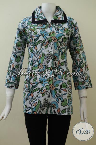 Baju Batik Wanita Lengan Tiga Perempat Dengan Motif Modern Warna Hijau, Baju Batik Blus Printing Halus Dan Berkelas, Size M