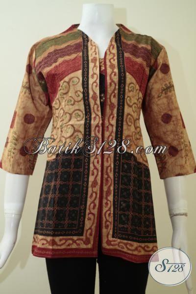 Baju Batik Kerja Wanita Karir Dengan Kombinasi Motif Klasik Yang Elegan, Busana batik Blus Desain Modern Yang Modis Dan Fashionable [BLS2231BT-M]