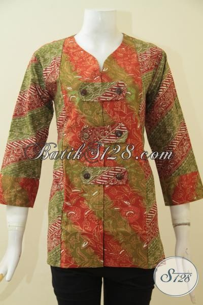 Baju Batik Wanita Kerah Ve Dengan Warna Merah Kalem