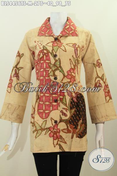 Baju Batik Terbaru Dari Solo Buat Wanita Muda Masa Kini, Blus Batik Tulis Soga Model Kerah Kotak Motif Unik Bikin Tampil Mempesona [BLS4456TS-M]
