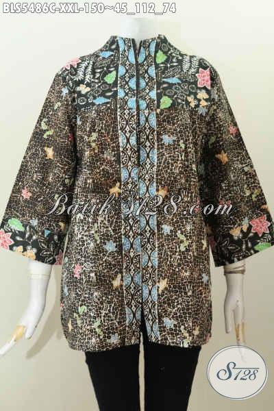 Sedia Baju Blus Batik Modis Keren Dan Berkelas, Pakaian Batik Wanita Gemuk Size XXL Berbahan Halus Model Kerah Langsung Motif Proses Cap, Cocok Buat Ke Kantor [BLS5486C-XXL]