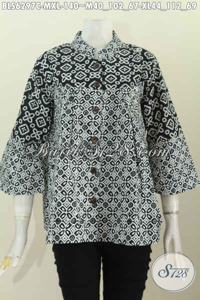 Jual Online Blus Batik Kerah Shanghai Nan Modis, Baju Batik Monokrom Proses Cap Untuk Penampilan Lebih Berkelas [BLS6297C-XL]