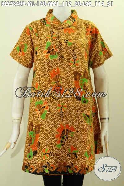 Baju Batik Atasan Wanita Karir, Blus Kerah Shanghai Lengan Pendek Motif Kupu Proses Printing, Di Jual Online 130K [BLS7840P-M]