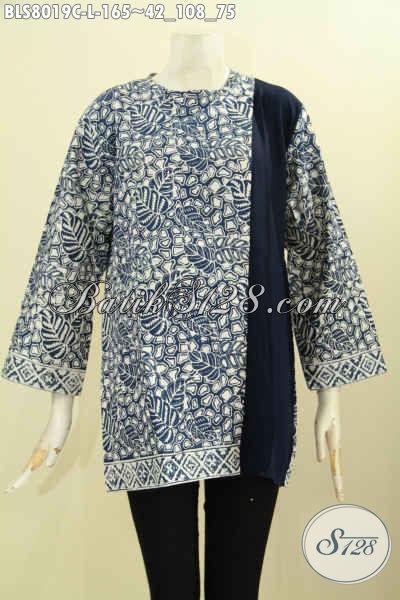 Baju Batik Kerja Wanita Karir, Blus Batik Modis Buat Jalan-Jalan, Model Pias Kancing Belakang Motif Proses Cap Kombinasi Polos Harga 165K [BLS8019C-L]