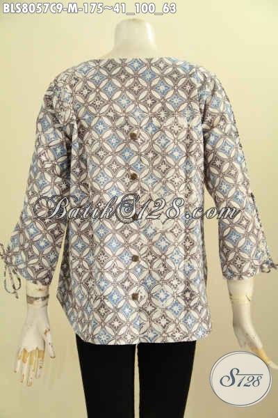 Model Baju Batik Trendy Untuk Wanita Muda, Hadir Dengan Desain Tanpa Krah Pakai Kancing Belakang Lengan Bertali Serta Ujung Bawah Berlubang [BLS8057C-M]