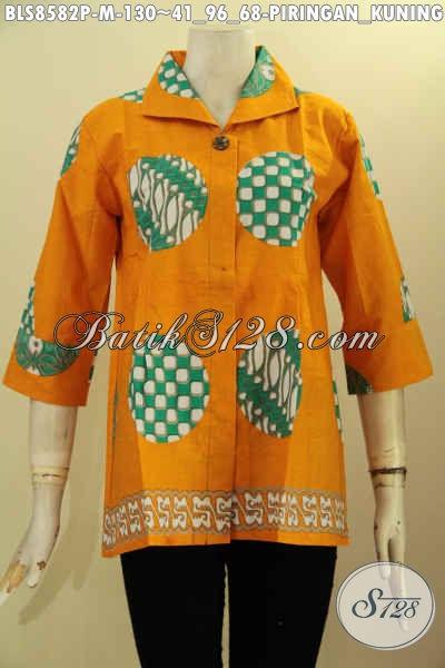 Jual Online Busana Batik Wanita Motif Piringan, Blouse Batik Trendy Dengan Krah Dan Kancing Depan, Pakaian Batik Cewek Lengan 7/8, Tampil Gaya Dan Modis