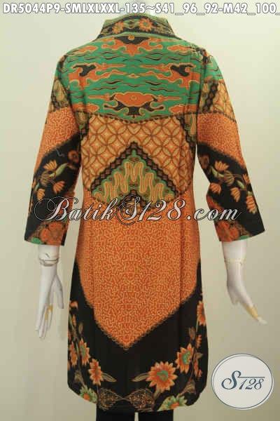 Dress Batik Motif Klasik Desain Mewah Dengan Kerah Model Langsung, Pakaian Batik Wanita Masa Kini Yang Selalu Ingin Tampil Gaya Dan Elegan, Bahan Halus Proses Printing Harga 135K [DR5044P-M]