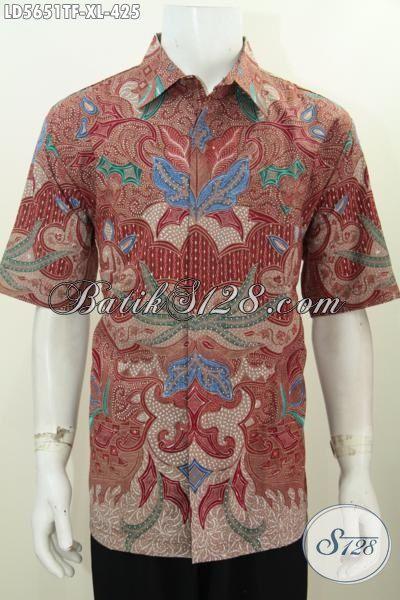 Baju Kemeja Batik Buatan Solo Indonesia Untuk Busana Kerja Lelaki Masa  Kini 05d9520a7f