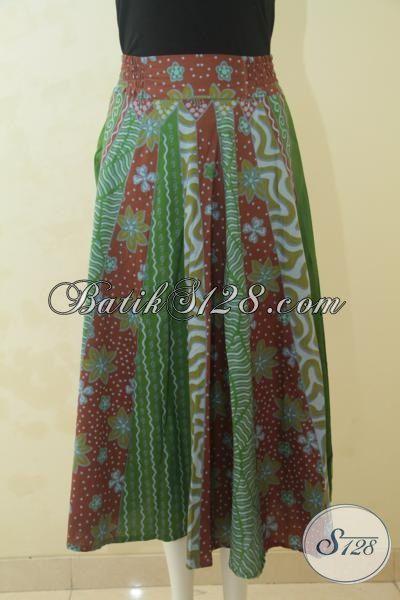 Rok Batik Warna Hijau Dengan Motif Bunga Merah