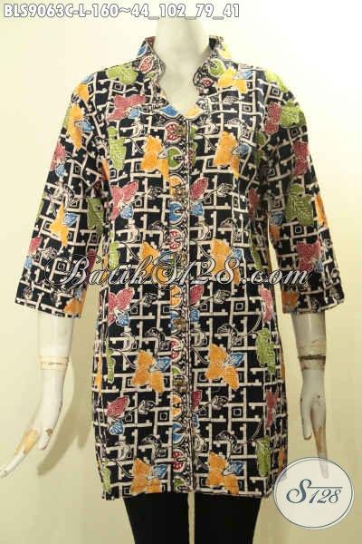 Model Busana Batik Unik Motif Bunga Dengan Kombinasi Warna Trendy Proses Cap, Blouse Batik Perempuan Model Lengan 3/4 Kancing Depan, Cocok Banget Buat Hangout [BLS9063C-L]