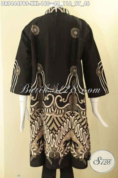 Dress Batik Jumbo Khas Solo Jawa Tengah, Hadir Dengan Model Kerah Shanghai Lengan 7/8 Pakai Resleting Belakang, Pas Banget Untuk Wanita Gemuk Tampil Berkelas [DR9444PB-XXL]