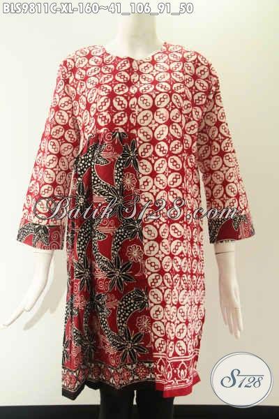 Blouse Batik Warna Merah Berpadu Dengan Motif Elegan Khas Solo Proses Cap, Model Lengan 7/8 Tanpa Kerah Dan Di Lengkapi Resleting Jepang, Pas Banget Untuk Acara Santai Maupun Resmi [BLS9811C-XL]