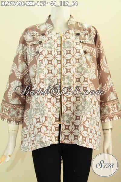 Contoh Model Baju Atasan Batik Wanita Kombinasi dua motif resleting depan
