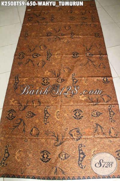 Motif batik tulis wahyu tumurun mengandung filosofi yang mendalam, konon dikukuhkan sebagai pakaian i'tikaf pada 10 malam terakhir Ramadhan oleh Sultan Hamengkubuwana I di Yogyakarta.